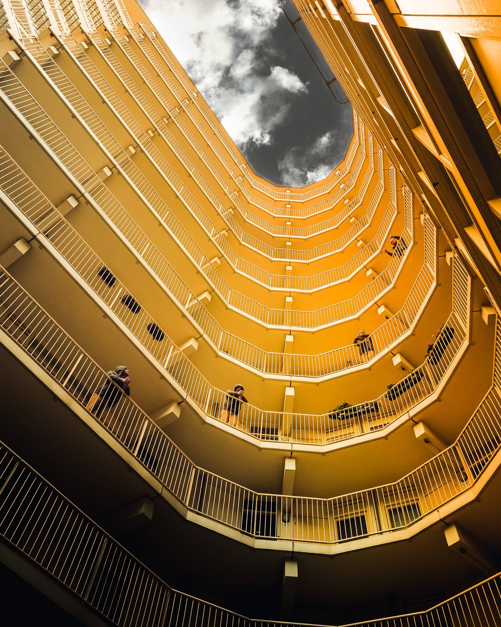 Reginar Photography Rotterdam Apartment Look Up Yellow Multiple persons